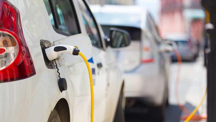 POPULÆRE: I begynnelsen av mai vil det sannsynligvis ha blitt solgt 50 000 elbiler i Norge. Foto: Shutterstock.