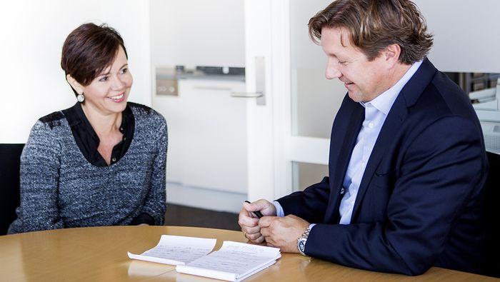 SPARER DU?: Mange vil som pensjonister sitte igjen med rundt halvparten av den lønna de har i dag - hvis de ikke starter å spare til egen pensjon, sier sjeføkonom Reid Krohn-Pettersen. Foto: Elisabeth Tønnesen.